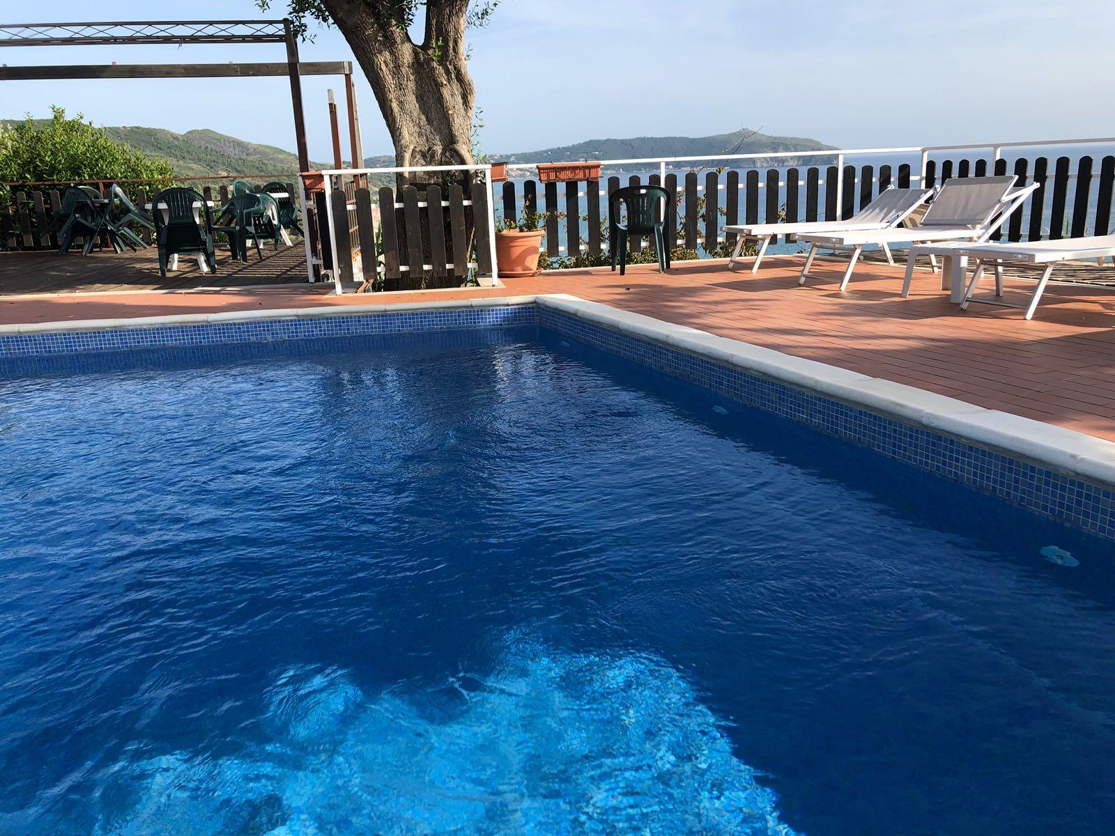 Piscina del Residence Punta Cilento